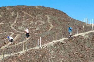 Obras de restauración del Gato de Nazca